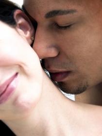 La saliva aumenta el deseo sexual en pareja