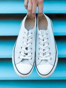 Sencillos trucos para limpiar tus zapatillas sin meterlas en la lavadora