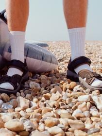 El significado de soñar que llevas chanclas con calcetines
