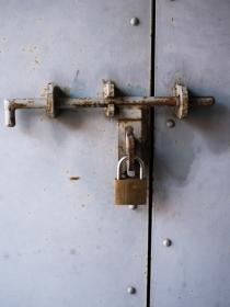 Soñar que no puedes abrir la puerta: ¿estás atrapada?