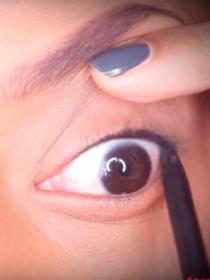 Tightlining, la nueva técnica de maquillaje de ojos invisible