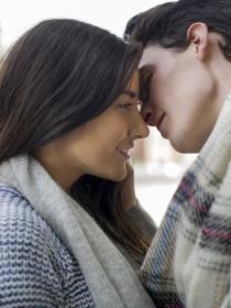 Cómo dar un beso apasionado con lengua paso a paso