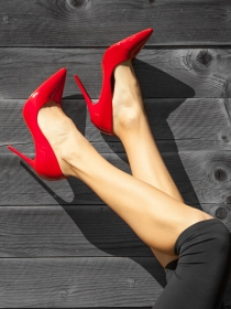 Soñar con zapatos rojos: vive con toda la pasión