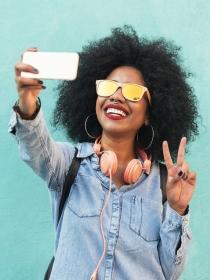 La mejor sonrisa para salir bien en los selfies