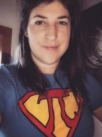Menopausia a los 40: La dura experiencia de Mayim Bialik