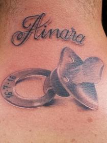 ¿Qué representan los tatuajes de chupetes?