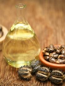 Los efectos del aceite de ricino en el cabello y el rostro