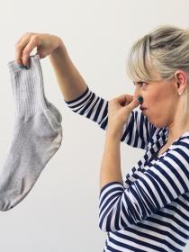 6 infalibles trucos para volver a poner blancos los calcetines