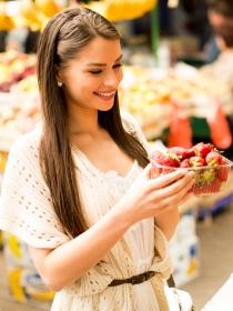 Soñar que compras fruta: apuesta por la vida sana