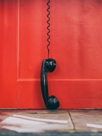 Soñar con una cabina de teléfono: recupera la conexión