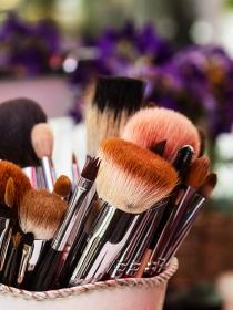 3 trucos fáciles para limpiar las brochas de maquillaje