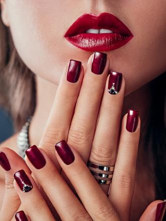 Cómo Pintarse Las Uñas Para Combinarlas Con Un Vestido Rojo