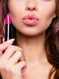 Cómo exfoliar los labios para lograr un maquillaje labial perfecto