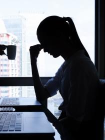 Dolor de espalda por estrés: causas y cómo evitarlo