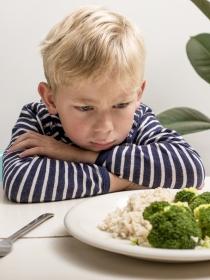 Cómo sobrellevar la odisea de dar de comer a un niño: creatividad y paciencia en la rutina