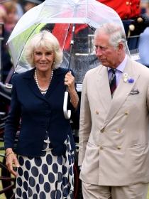 La revista 'Globe' vuelve a publicar que Carlos de Inglaterra y Camilla se separan