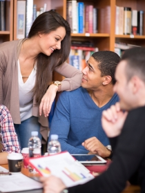 Soñar con compañeros de clase: vuelta al pasado