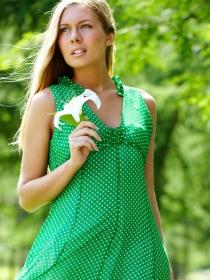 Vestidos verdes a la moda: tendencia en trajes en verde esmeralda y mint