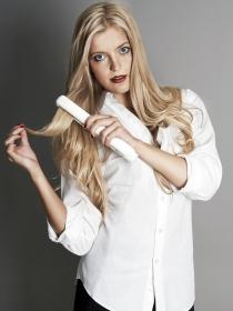 Plancha del pelo: cómo usarla para conseguir un pelo liso y duradero