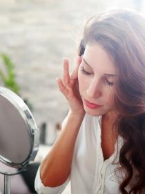 Granos en la cara: causas y remedios contra los antiestéticos granitos