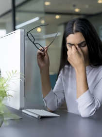 Cómo evitar el dolor de cabeza por el uso del ordenador