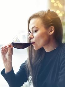 Alcohorexia o ebriorexia: beber alcohol para comer menos