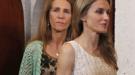 """Letizia planta al Príncipe y Felipe y se va con la Infanta Elena, su supuesta """"enemiga"""""""