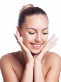 Gimnasia facial: ejercicios para mantener la cara joven