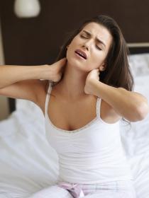 Dolor de cabeza a causa de problemas cervicales: causas y remedios