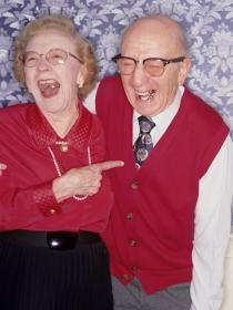 Los beneficios de la risoterapia en ancianos