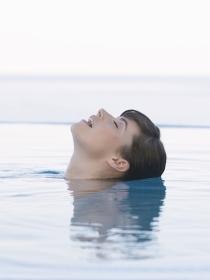 El significado de soñar que te ahogas en el agua: la advertencia de un peligro