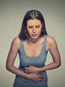 Dolor de estómago por acumulación de gases