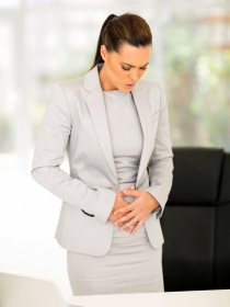 Dolor de estómago por estreñimiento: causas y remedios
