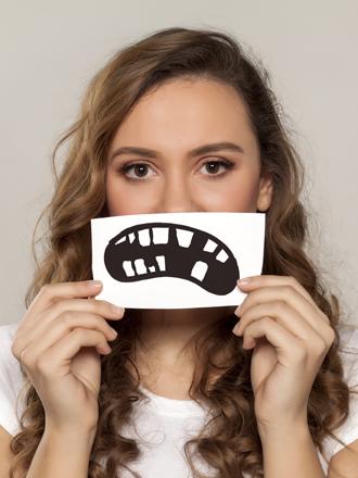 Soñar que tienes un diente roto: vigila tu autoestima