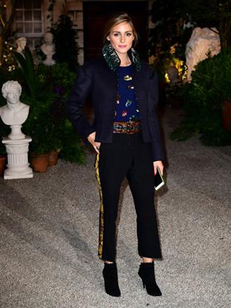 Moda del pantalón con raya lateral: Cómo combinarlo con estilo
