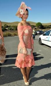 El look imposible de Tamara Gorro en la boda de Beatriz Trapote