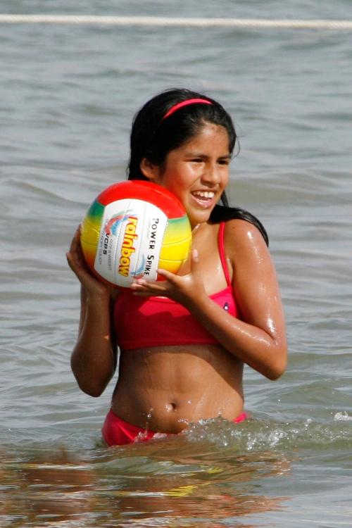 Chabelita, la hija de Isabel Pantoja, pasándolo bien en la playa