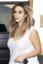 Kim Kardashian no ha tenido tiempo de maquillarse lo suficiente antes de salir