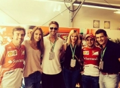 Dasha Kapustina junto a Fernando Alonso, Antonio Banderas y Melanie Griffith en Austin