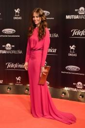 Eva González, de largo sobre la alfombra roja de los Premios Ondas