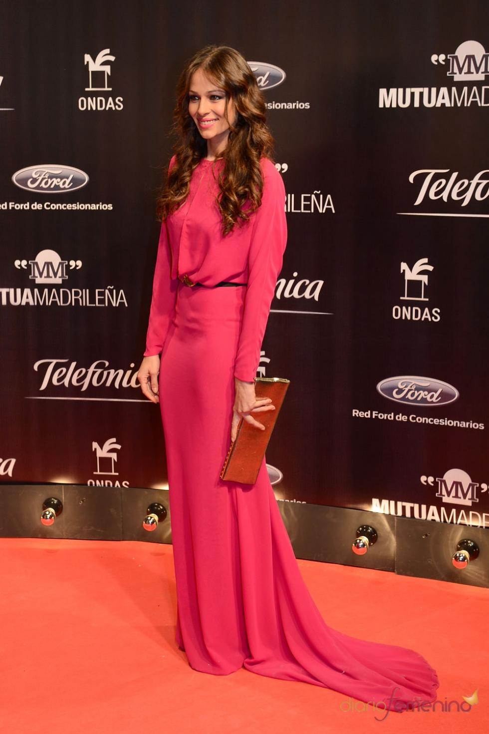 Eva González, de largo sobre la alfombra roja de los ...