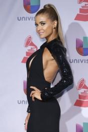El atrevido vestido de Carmen Electra en los Premios Grammy Latino 2013
