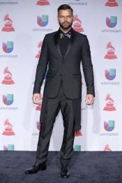 Ricky Martin llega a los Premios Grammy Latino 2013 en pajarita