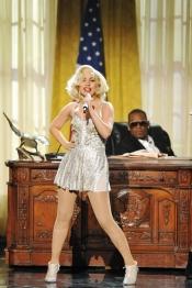 Lady Gaga también eligió un look dorado para su actuación en los AMA 2013