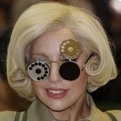 Las extrañas gafas de Lady Gaga, ¿las pondrá de moda?