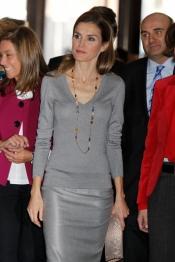 El look más gris de Letizia: guapa aunque algo apagada