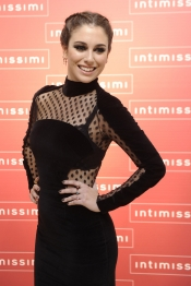 El look más chic de Blanca Suárez: elegancia en negro