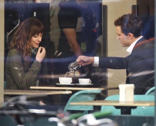 Dakota Johnson y Jamie Dornan dan vida a los personajes de '50 sombras de Grey'