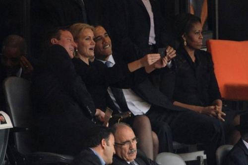 Michelle Obama, ignorada por su marido en el funeral de Nelson Mandela