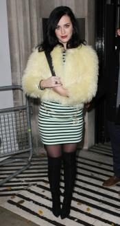 Katy Perry, como un pollo sin desplumar